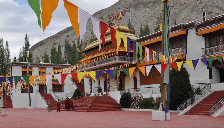 Samtaling-monastery-in-Sumur-village