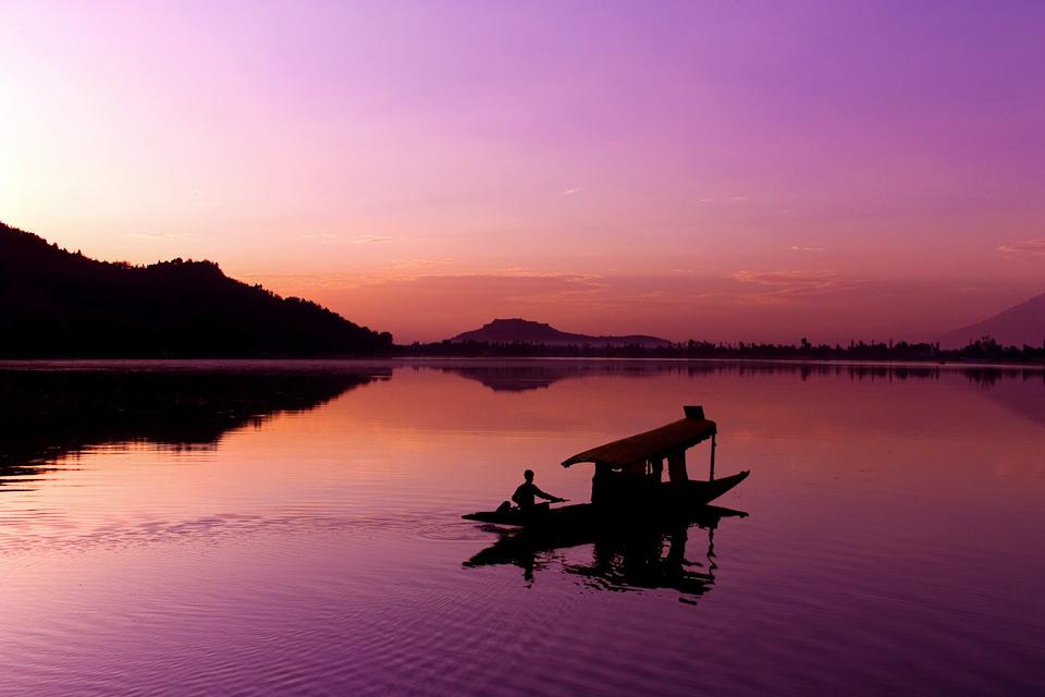 dal-lake-kashmir-sunset